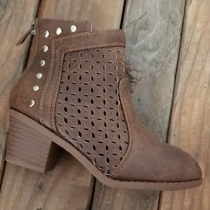 🔴Light brown Children bootie with gold accents